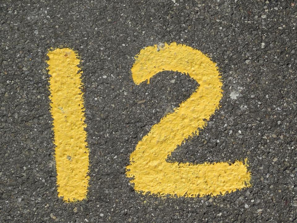 dvanáctka na asfaltu