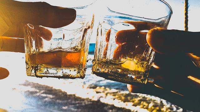 přiťuknutí skleničkami