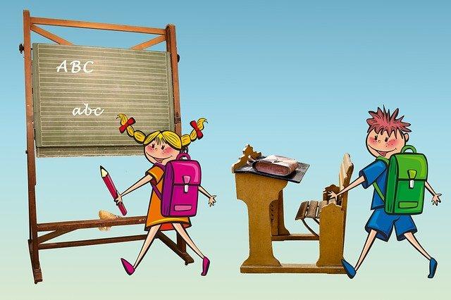 dva školáci ve třídě